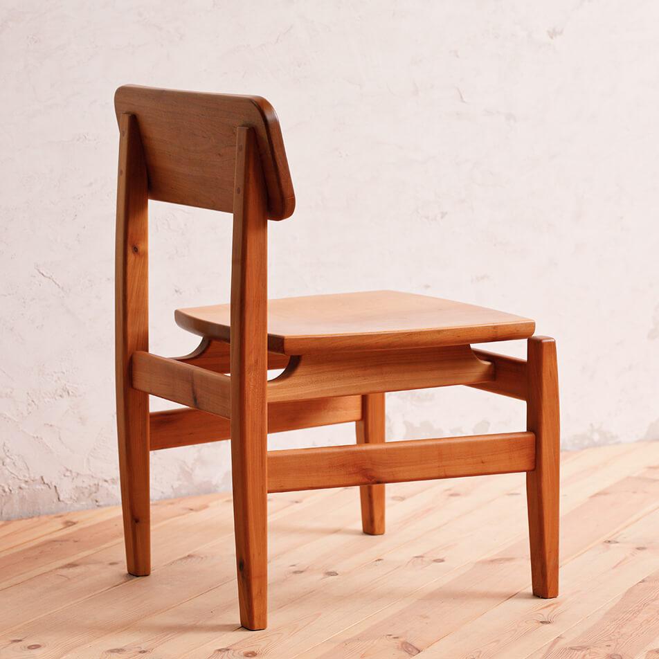 木製の椅子の画像